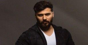 Model Rezan Sinjari'den 'hayat evde güzel' çağrısına destek