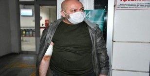 Polis memuru, canını kurtardığı genç tarafından bıçaklandı