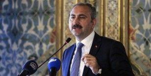 Adalet Bakanı Gül: 'Bugünden itibaren cezaevlerinde görev yapan personel evlerine gönderilmeyecek'