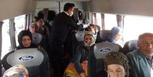 Yolcuların ateşi ölçüldü maske dağıtıldı