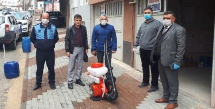 Mekanik ilaçlama pompasını belediyeye bağışladı