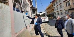 Başkan Özcan'dan 'evde kal' çağrısına kitaplı destek