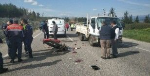 Kamyonet ile motosiklete çarptı: 1 Ölü