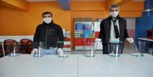 Yüksekovalı öğretmenlerden siperlik maske üretimi