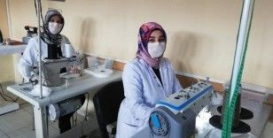 Meslek lisesi öğretmen ve öğrencileri günlük 3 bin maske üretiyor