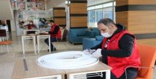 Kahta Gençlik Merkezi siperlik maske üretiyor