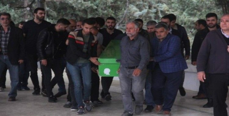 Ölüm raporuna sehven 'bulaşıcı hastalık' yazılınca 3 mezarlığa da defnedilemedi