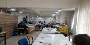 Gemlik Halk Eğitimi Merkezi maske üretimine başladı