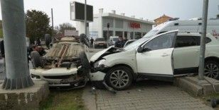 Göreve giden polisler kaza yaptı: 3 yaralı