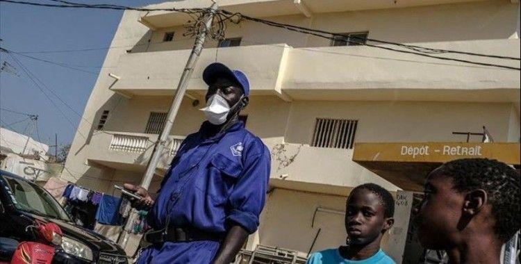 Güney Afrika'da sağlık çalışanları kapı kapı dolaşarak Kovid-19 taşıyanları arayacak