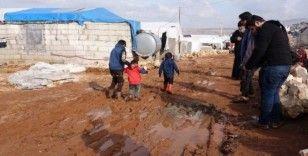 Halep'teki mülteci kampı sular altında kaldı