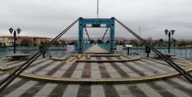 El sanatları merkezi Avanos'ta halk sokakları boş bıraktı