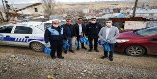 Horasan Belediyesi vatandaşlara hijyen seti dağıttı