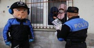 Maskot polis otizmli Halil'i sevindirdi