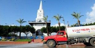 Kemer Belediyesi ilçeyi arazözlerle dezenfekte ediyor
