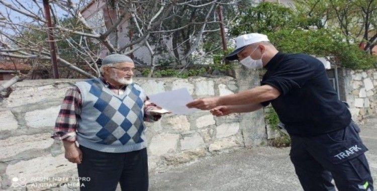 80 yaşındaki Mustafa amca bin lira bağış yaptı