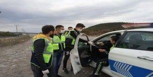 Jandarma, polis ve sağlık çalışanlarını ziyaret edip ikramda bulundular