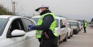 Özel araçlara sosyal mesafe cezası iddiaları yalan çıktı