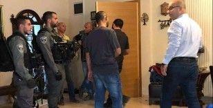 İsrail güçleri Filistinli bakana gözaltında 'kullanılmış tıbbi maske' taktırdı