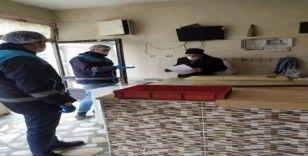 Aslanapa'da gıda satan ve üreten iş yerleri denetlendi