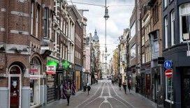 Hollanda'da Kovid-19 vaka sayısı 15 bini aştı