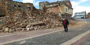Gercüş'te yağışlardan dolayı toprak evler çöktü