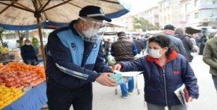Ankara'da pazarcı esnafına maske dağıtımı