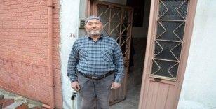 Kırkağaçlı Gazi, kampanyaya 5 aylık maaşını bağışladı