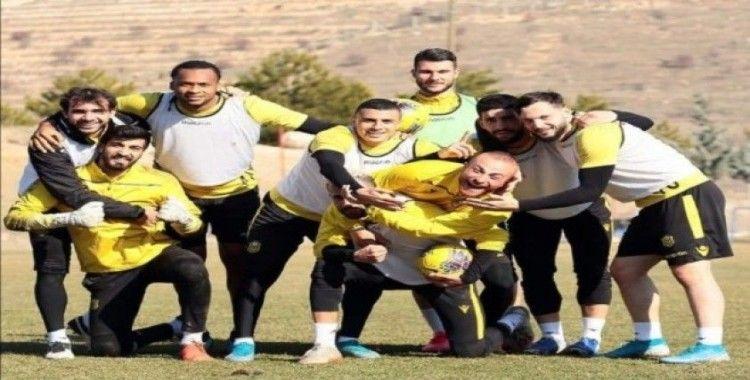 Yeni Malatyasporlu futbolcular taraftara seslendi