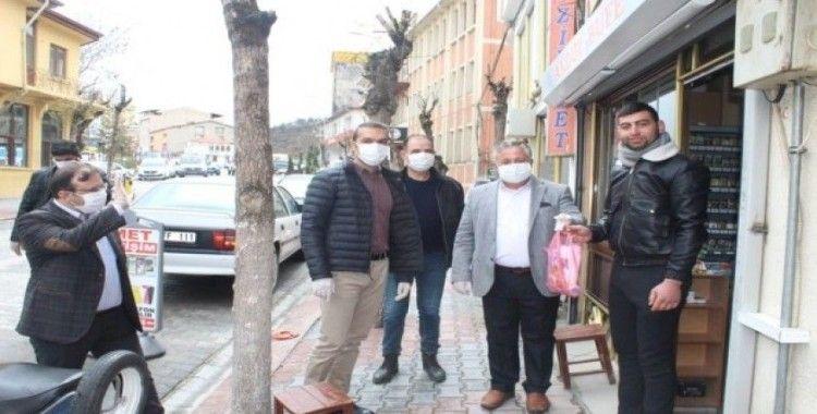 Emet Esnaf Odası'ndan tüm esnaflara maske, eldiven ve dezenfektan