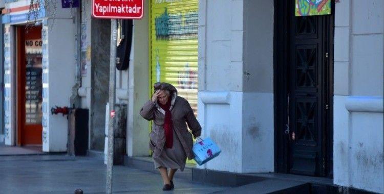 İstanbul'da şiddetli rüzgar etkili oluyor