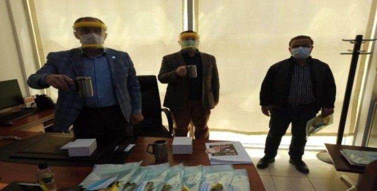 Sağlık çalışanlarına ücretsiz koruyucu yüz siper maskesi