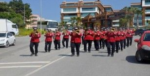Kuşadası Belediyesi'nin efsane bandosu bu kez çocuklar için çaldı