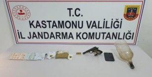Jandarmadan uyuşturucuyla mücadelede 2 kişiyi yakaladı