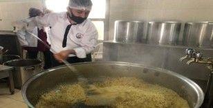 Kozan'da kazanlar vatandaş için kaynıyor