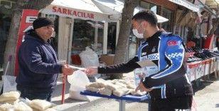 Sivrihisar'da vatandaşlara maske dağıtıldı