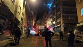 Kağıthane'de binanın çatısında korkutan yangın