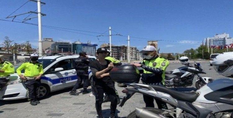 Taksim'de ceza kesilen vatandaş: 'Bana ceza işlemez ama siz yine de cezanızı yazın'