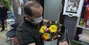 Çiçekçilerin Anneler Günü'ndeki yoğun mesaisi kısıtlama da dinlemedi