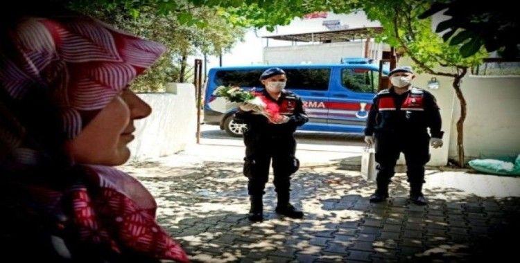 Jandarmadan şehit annelerine Anneler Günü sürprizi
