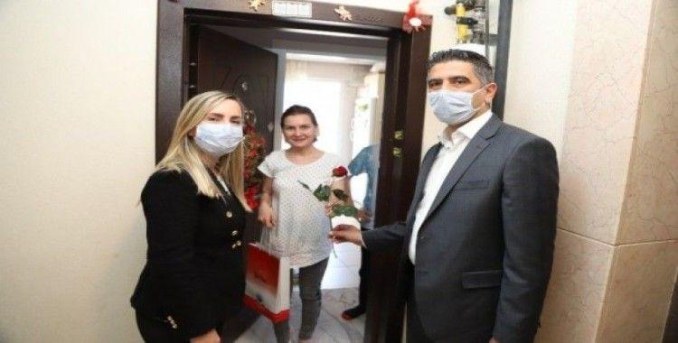 Başkan Kayalar'dan annelere sürpriz ziyaret