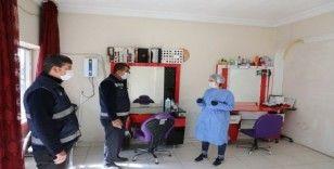Gürpınar'da berber ve kuaförler dezenfekte edildi