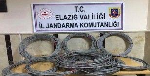 Köyün elektrik kablolarını çalan 2 şüpheli yakalandı