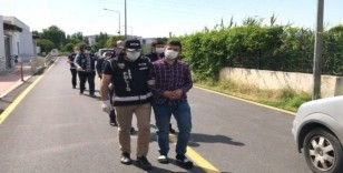 Adana'da ruhsatsız silah operasyonu
