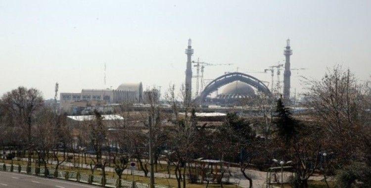 İran'da yarından itibaren tüm camiler yeniden açılacak
