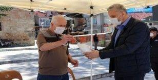 Belediye ekiplerinden vatandaşlara ücretsiz maske