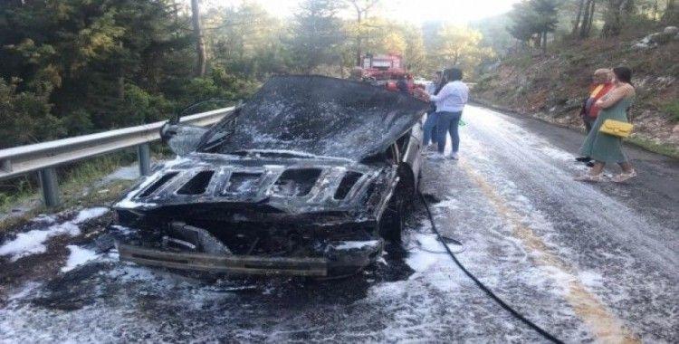 Marmaris'te yanan araç kullanılmaz hale geldi
