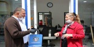 Akçakoca'da berber ve kuaförlere koruyucu kitler dağıtıldı