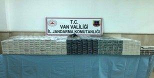 Çaldıran'da 8 bin paket kaçak sigara ve ruhsatsız tabanca ele geçirildi