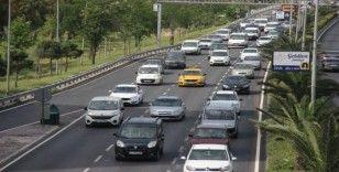 Kısıtlama sonrası ilk iş günü İzmir'de trafik yoğunluğu